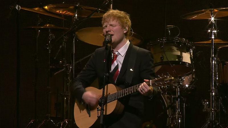 """Ed Sheeran canta """"Visiting Hours"""""""