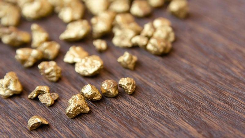 Pepite d'oro trovate in spiaggia in Indonesia