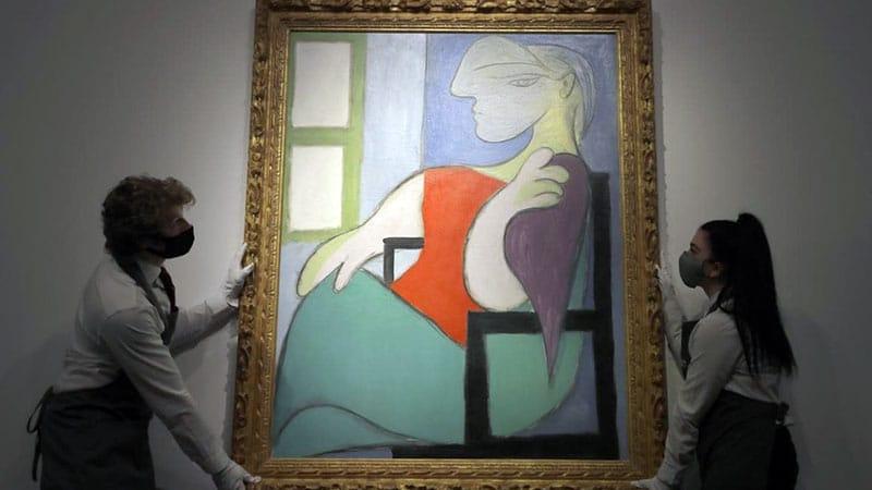 Picasso | Donna seduta vicino a una finestra